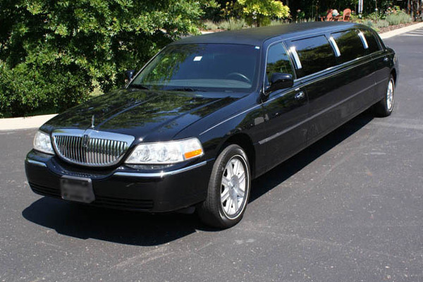 Lincoln Stretch Limo In New Orleans